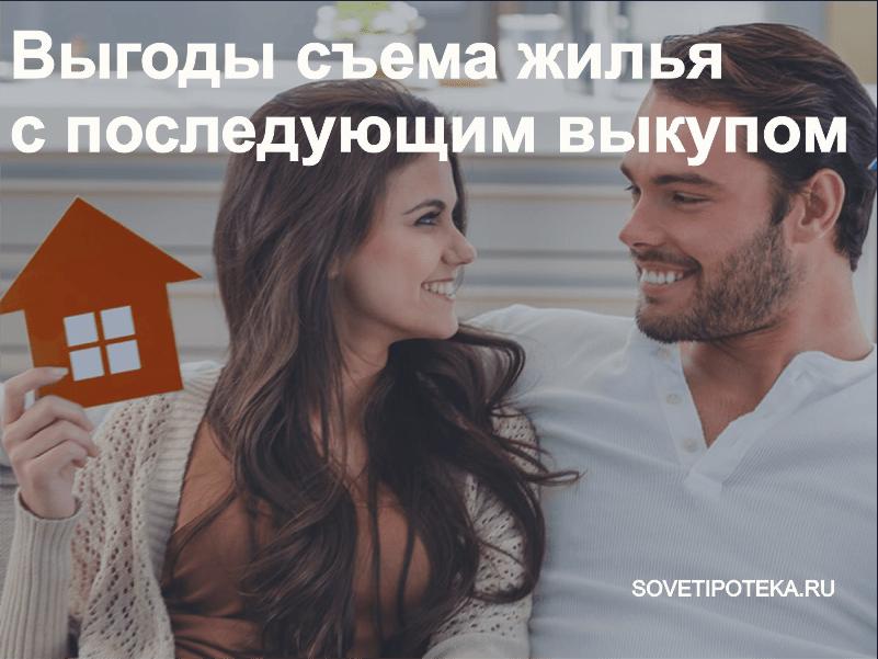 Девушка с парнем улыбаются